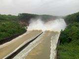 Phó Thủ tướng thị sát, kiểm tra công tác ứng phó mưa lũ tại hồ Kẻ Gỗ