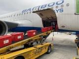Chuyến bay của Bamboo Airways chở hàng cứu trợ hạ cánh xuống miền Trung