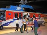 Đưa hai bệnh nhân từ Trường Sa về đất liền cấp cứu an toàn