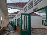 TPHCM: Trường THPT Bình Phú phải cho học sinh nghỉ 2 ngày vì bị tốc mái