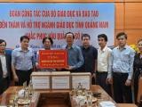 Bộ GD&ĐT trao quà hỗ trợ 4 tỉnh miền Trung