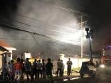 Bình Dương: Cháy nhà máy sản xuất bao bì, cả khu phố mất điện