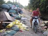 Hà Nội: Khẩn trương hỗ trợ người dân sống gần bãi rác Nam Sơn