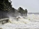 Nhiều tỉnh thành cấm biển, yêu cầu chủ động ứng phó bão số 12