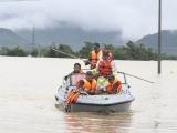 Khánh Hòa: Ứng cứu kịp thời hàng trăm người dân bị kẹt trong lũ