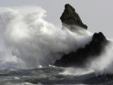 Bão Vamco tiến sát vào Biển Đông, gió giật cấp 15, sóng biển cao từ 6,0-,9,0m