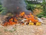 Hà Giang: Tiêu huỷ gần 3 tấn thực phẩm, mỹ phẩm, hàng hóa nhập lậu