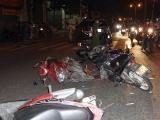 TP HCM: Ô tô tông 10 xe máy dừng đèn đỏ trên quốc lộ 1K