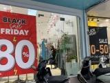 Nhiều cửa hàng vẫn vắng khách trong ngày Black Friday 2020