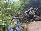 Sơn La: 3 người thương vong, xe tải lao xuống vực sâu