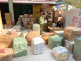 Lạng Sơn: Phát hiện hàng nghìn sản phẩm nhập lậu trên xe thư báo