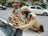 """Hơn 160 xe ô tô bị CSGT Hà Nội dán thông báo """"phạt nguội"""""""