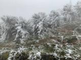 Nhiệt giảm sâu, băng giá bao phủ đỉnh Mẫu Sơn