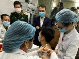 Việt Nam tiếp tục tiêm thử nghiệm vắc-xin ngừa Covid-19 liều cao nhất