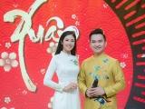 Dàn nghệ sĩ mặc áo dài của Ngọc Hân ghi hình chương trình Tết