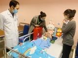Hà Nội: Bé gái rơi từ tầng 12A chung cư được xuất viện sáng nay