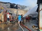 TP HCM: Cháy lớn thiêu rụi kho xưởng và 1 dãy phòng trọ
