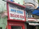 """Nha khoa Hoàng Kim sử dụng """"tay ngang"""" khám, chữa bệnh cho khách hàng"""