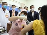 6 tình nguyện viên đầu tiên tiêm thử nghiệm mũi thứ hai vắc xin COVIVAC