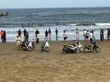 Thanh Hóa: 8 học sinh rủ nhau đi tắm biển, 1 học sinh tử vong, nhiều học sinh mất tích