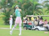 Hoa hậu Ngọc Hân hào hứng vì đoạt cúp tại giải golf Hòa Bình