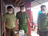 Thanh Hóa: Bắt cơ sở sản xuất nước gặt, dầu gội giả các nhãn hiệu nổi tiếng