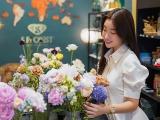 Hoa hậu Đỗ Mỹ Linh, Ngọc Hân thích thú trổ tài cắm hoa