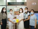 Món quà sức khỏe Vinamilk gửi đến bác sĩ, bệnh nhi F0 tại Bệnh viện Trưng Vương TP.HCM