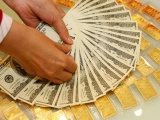 Giá vàng và ngoại tệ ngày 14/10: Vàng chao đảo, USD tăng tiếp