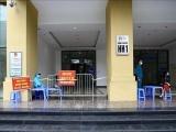 Hà Nội: Phong tỏa tạm thời chung cư hơn 1000 dân vì có ca nghi mắc COVID – 19