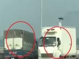 Hà Nội: Xe tải thi nhau di chuyển ngược chiều đường trên cao