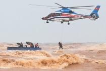 Bộ Quốc phòng sẵn sàng huy động trực thăng cứu trợ người dân vùng lũ