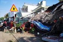 Ô tô mất lái tông sập quán cà phê ven đường quốc lộ 51