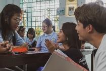 Quốc Anh - Khả Ngân 'Bí mật của gió' mang niềm vui tới những học sinh đặc biệt