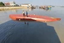 Gấp rút xử lý vệt dầu loang trong vụ chìm tàu tại Nghệ An