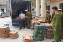 Lạng Sơn: Thu giữ hơn nửa tấn xúc xích, chả cá đã bốc mùi