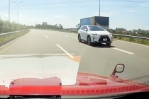 Tài xế xe Lexus đi ngược chiều trên cao tốc bị phạt 17 triệu đồng, tước GPLX 6 tháng