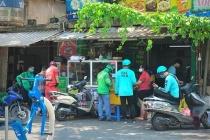 Tạm thời cấm các shipper giao hàng tại Hà Nội