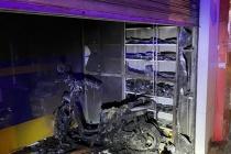 Cảnh sát TP.HCM giải cứu 2 vợ chồng thoát khỏi đám cháy trong đêm