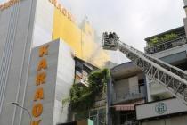 TPHCM: Quán karaoke bốc cháy ngùn ngụt, thiêu rụi nhiều tài sản