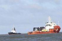 Cứu hộ tàu vận tải 28.000 tấn mắc cạn ở vùng biển Cửa Việt