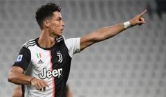 Ronaldo lập thêm những kỉ lục ấn tượng ở tuổi 35