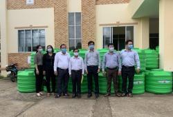 Hàng nghìn hộ dân miền Tây được tặng bồn Plasman trữ nước sạch