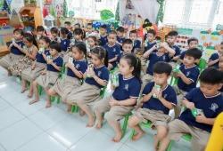 Chương trình Sữa học đường giúp phụ huynh nhẹ gánh hơn với lợi ích kép