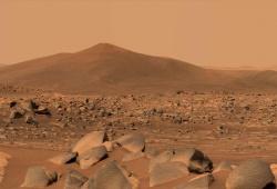 NASA phát hiện các tảng đá bí ẩn trên sao Hỏa