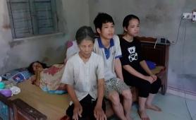 Xót xa cảnh mẹ già hơn 90 tuổi chăm con gái liệt giường và hai cháu ngoại có nguy cơ bỏ học