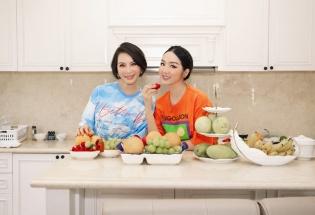 'Nữ MC không tuổi' Thanh Mai vào bếp cùng bạn thân Giáng My