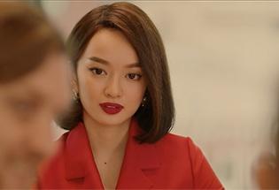 Hé lộ cuộc sống siêu sang chảnh của Kaity Nguyễn trong 'Gái già lắm chiêu V'