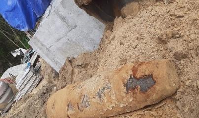 Đào móng làm nhà, phát hiện quả bom 250kg