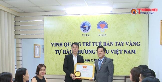 Ông Vũ Khắc Điệp được trao giấy chứng nhận nghệ nhân quốc gia